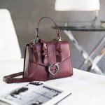 Motivi lancia ICONIC BAG, la borsa del cuore